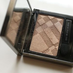 BURBERRY Sheer Eyeshadow PALE BARLEY
